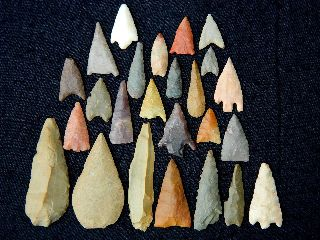 25 Neolithic Neolithique Stone Arrowheads / Scraper - 6500 To 2000 Bp - Sahara photo