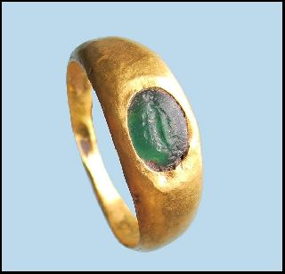 2nd - 3rd Century Ancient Roman Gold Jewellery Finger Ring With Intaglio . photo