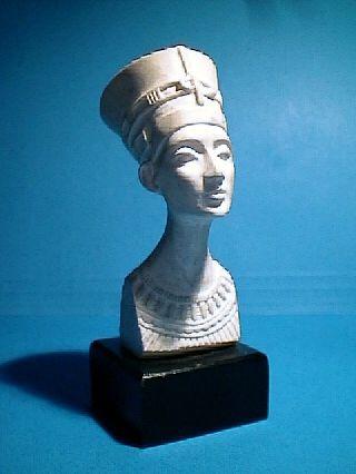 Egyptian Queen Nefertiti Detailed Miniature Museum Mounted Sculpture Excellent photo