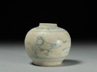 Hoi An Hoard Shipwreck Porcelain Artifact Magpie Water Dropper photo