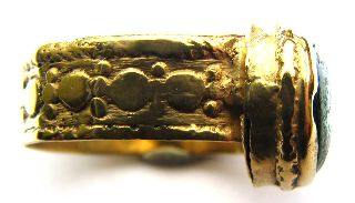 Medieval Gold Gilt Finger Ring Deep Green Glass Setting 16th Century photo