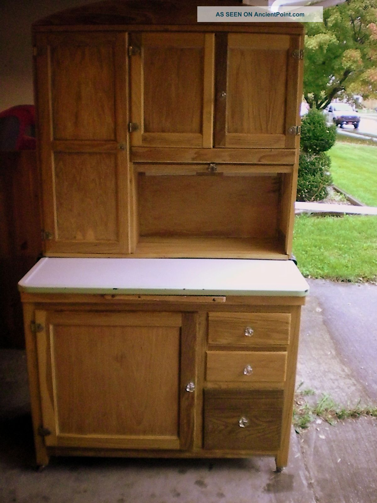 Antique kitchen cupboard for Antiquing kitchen cabinets