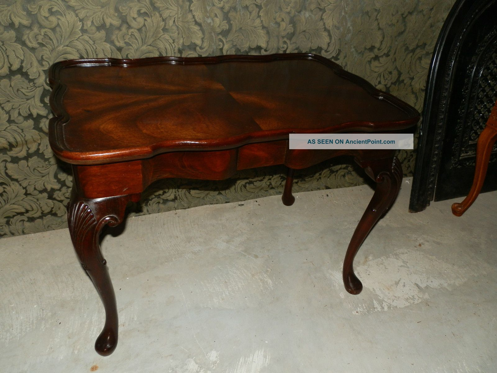 Wonderful Antique Coffee Table Carved Legs And Raised Apron 1900-1950 photo