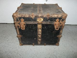 Antique Ladies Half Steamer Trunk (condition) photo