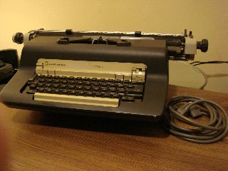 1968 Olivetti Underwood Editor 2 Electric Typewriter photo