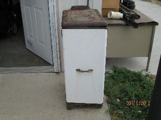 L.  A.  Althoff Corp.  Dekalb Ill.  Two Burner Heater Stove (montgomery Ward) photo