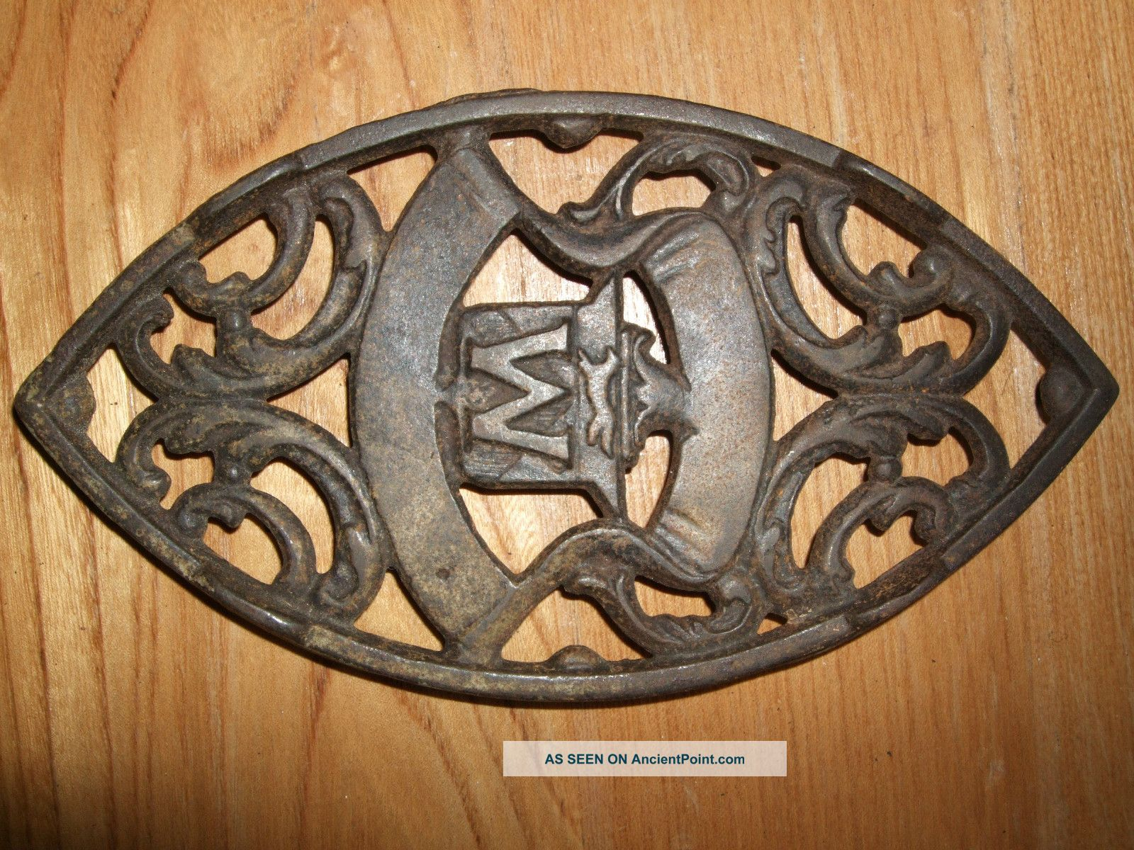Antique Oval Cast Iron Trivet Sad Letter M W Handle Vintage Primitive Vtg Rustic Trivets photo