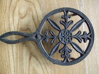 Antique Round Cast Iron Trivet Sad Handle Vintage Primitive Vtg Rustic photo