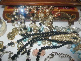 Vintage Jewelry Lot,  Jewelry Box,  Weiss,  Coro,  Castle Cliff,  Antique,  Bracelets,  N Junk photo