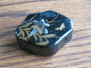 Antique Japanese Black Lacquer Pill Box Flower Design On Lid 2