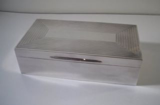 A Good Quality Art Deco Mappin & Webb Silver Cigar / Cigarette Box : London 1934 photo