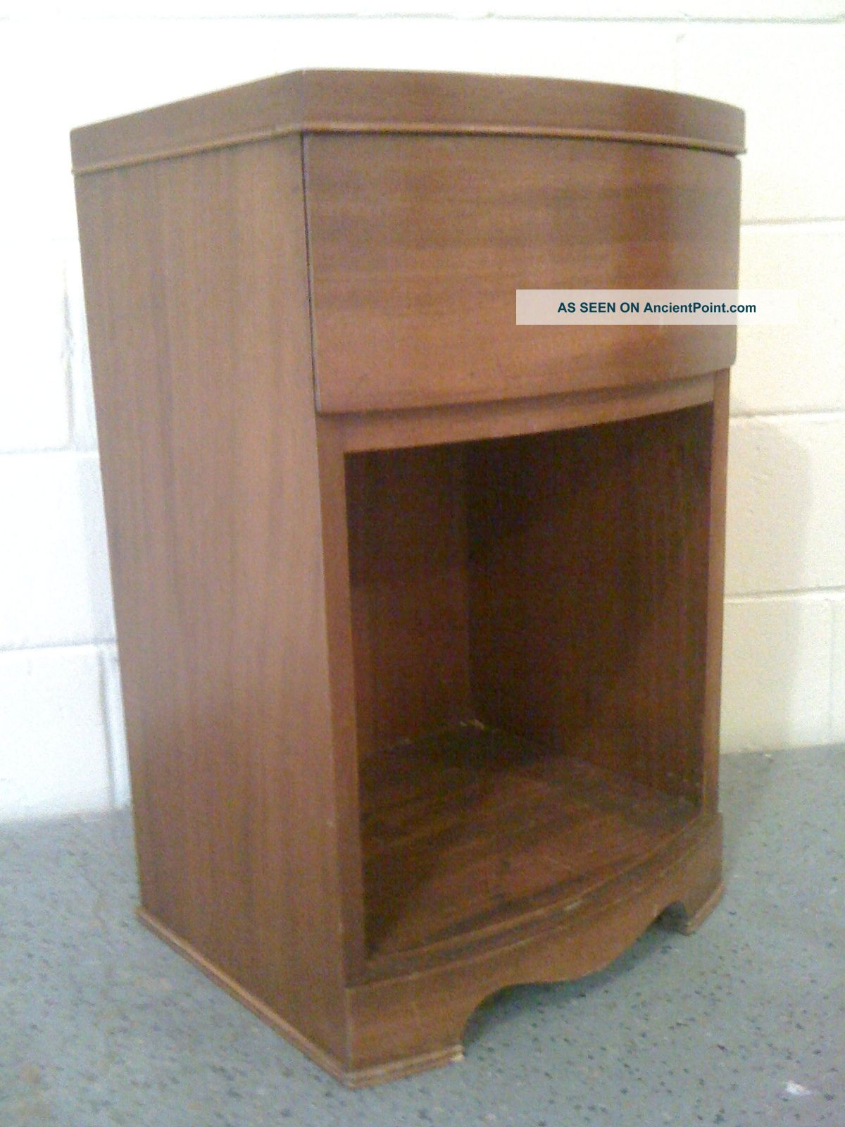 Simple Small Art Deco Solid Wood Nightstand In Good Condition