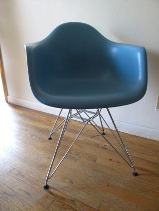 Eames Chair photo