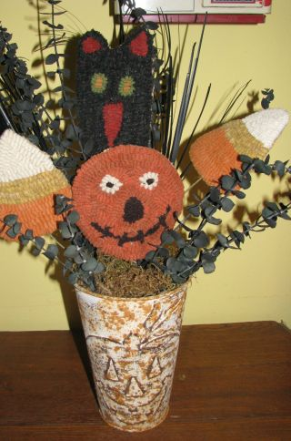 Primitive Halloween Hand Rug Hooked Centerpiece Decoration,  Rusty Tin Bucket photo