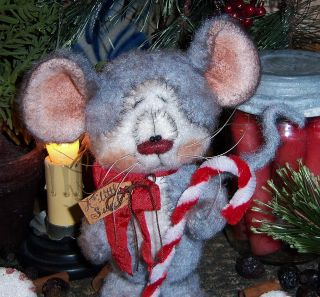 Primitive Raggedy Fuzzy Christmas Mouse 5