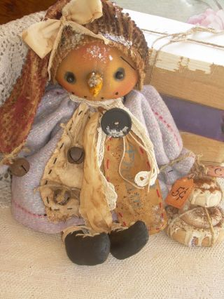 Primitive Prim Folk Art Snowman Snowwoman Doll With Cinnamon Rolls