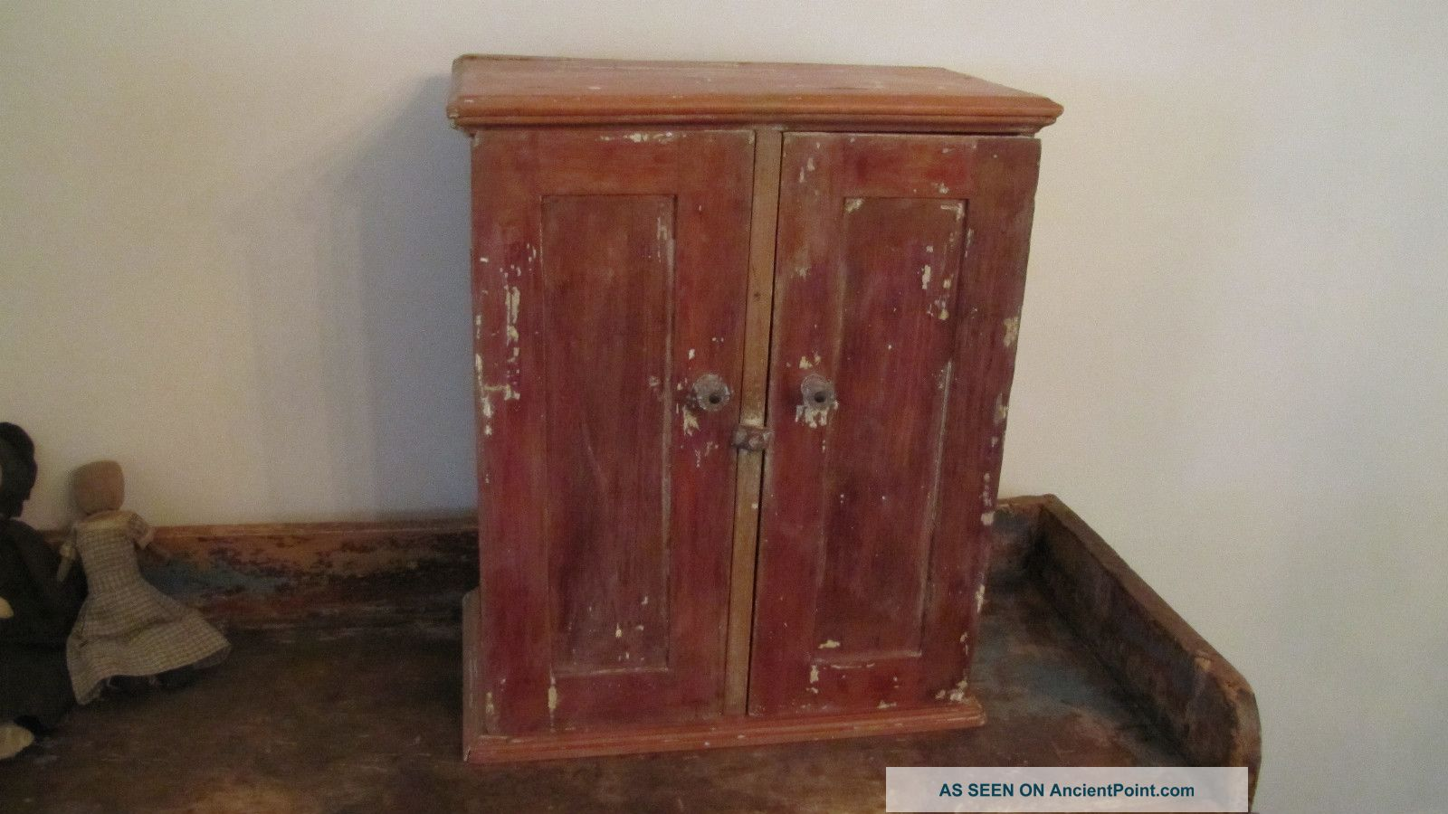 Early Old Primitive Wooden Wood Wall Table Cabinet Cupboard Paint. Full resolution  snapshot, nominally Width 1600 Height 900 pixels, snapshot with #66352A.