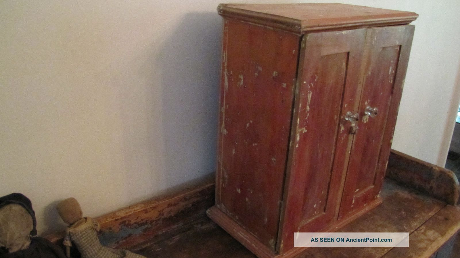 Early Old Primitive Wooden Wood Wall Table Cabinet Cupboard Paint. Full resolution  snapshot, nominally Width 1600 Height 900 pixels, snapshot with #65382C.
