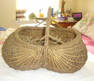 Old Primitive Buttock Bottom Splint Basket photo