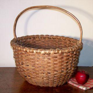New England Splint Basket,  Large,  Round,  Double Wrapped Rim,  Notched Handle, photo