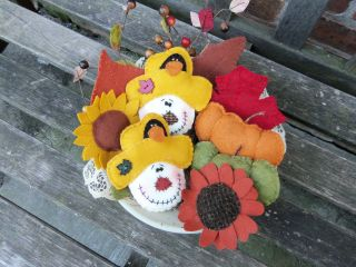 Prim Penny Rug Autumn/fall Gatherings Leaves,  Pumpkin,  Sunflower,  Scarecrows photo