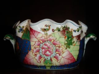 Stunning Chinese Tobacco Leaf Export Cache Pot/tureen. photo