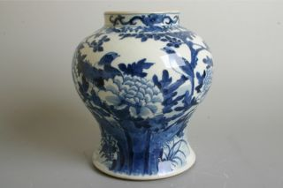 Antique Blue And White Chinese Porcelain Jar 18th Century. photo