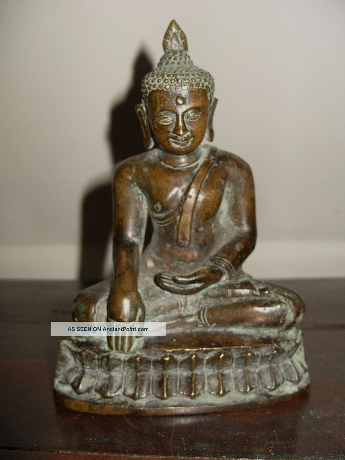 Antique Chinese Bronze Buddha Figure Buddha photo