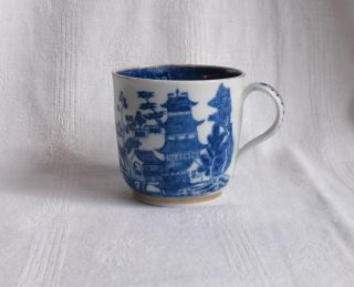 18thc Chinese Blue And White Coffee Can photo