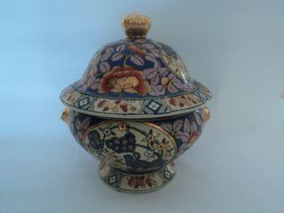 20th Century Chinese Decorative Porcelain Pot photo
