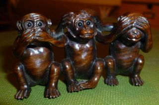 Fine Netsuke 3 Wise Monkeys Intricately Carved C20th Signed Faux Ivory Disc Rare photo