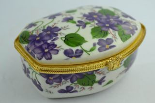 China Collectibles Old Decorated Wonderful Handwork Porcelain Flower Jewel Box photo