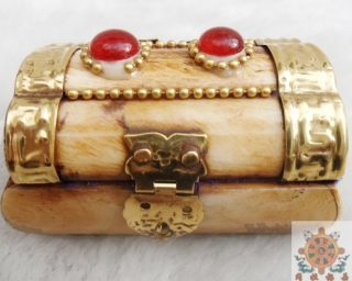 Chinese Old Ox - Bone Hand Carving Mosaic Red Jade Jewelry Box photo