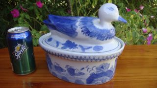 Antique Chinese 清 Qing Dynasty Blue & White Porcelain Covered Serving Dish/bowl photo