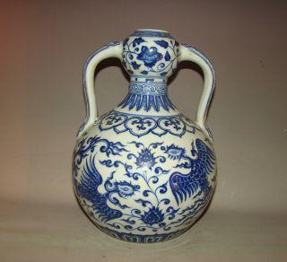A Chinese Blue And White Porcelain Vase Decorate Phenix photo