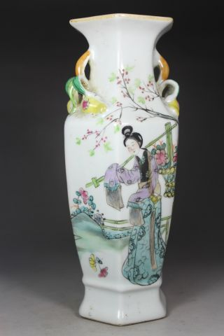 Chinese Handwork Painting Belle Flower Old Porcelain Vase photo