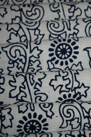 Vintage Cotton Indigo Dyed Floral Vine Yukata Kimono Fabric Patchwork Quilt 63