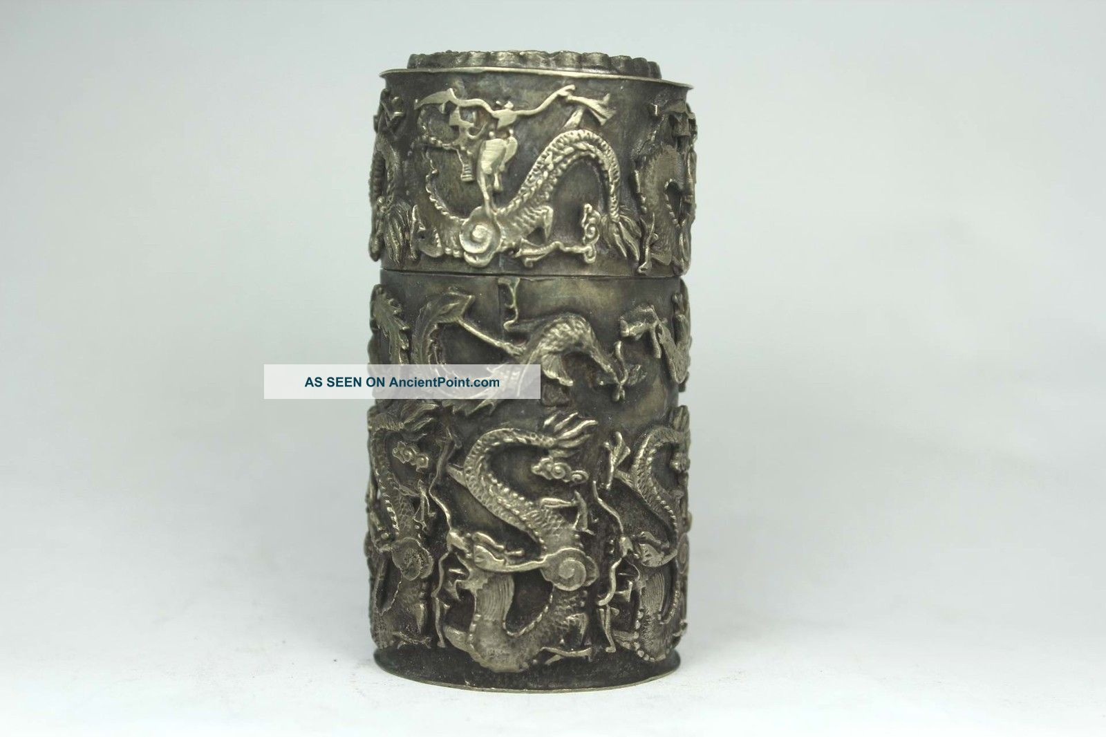 Chinese Old Tibet Silver Wonderful Handwork Armored Dragon Snuff Box Boxes photo