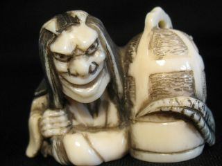 Antique Very Detailed Japanese 象牙 Inked Ox Bone Netsuke Oni With A Cage Signed photo