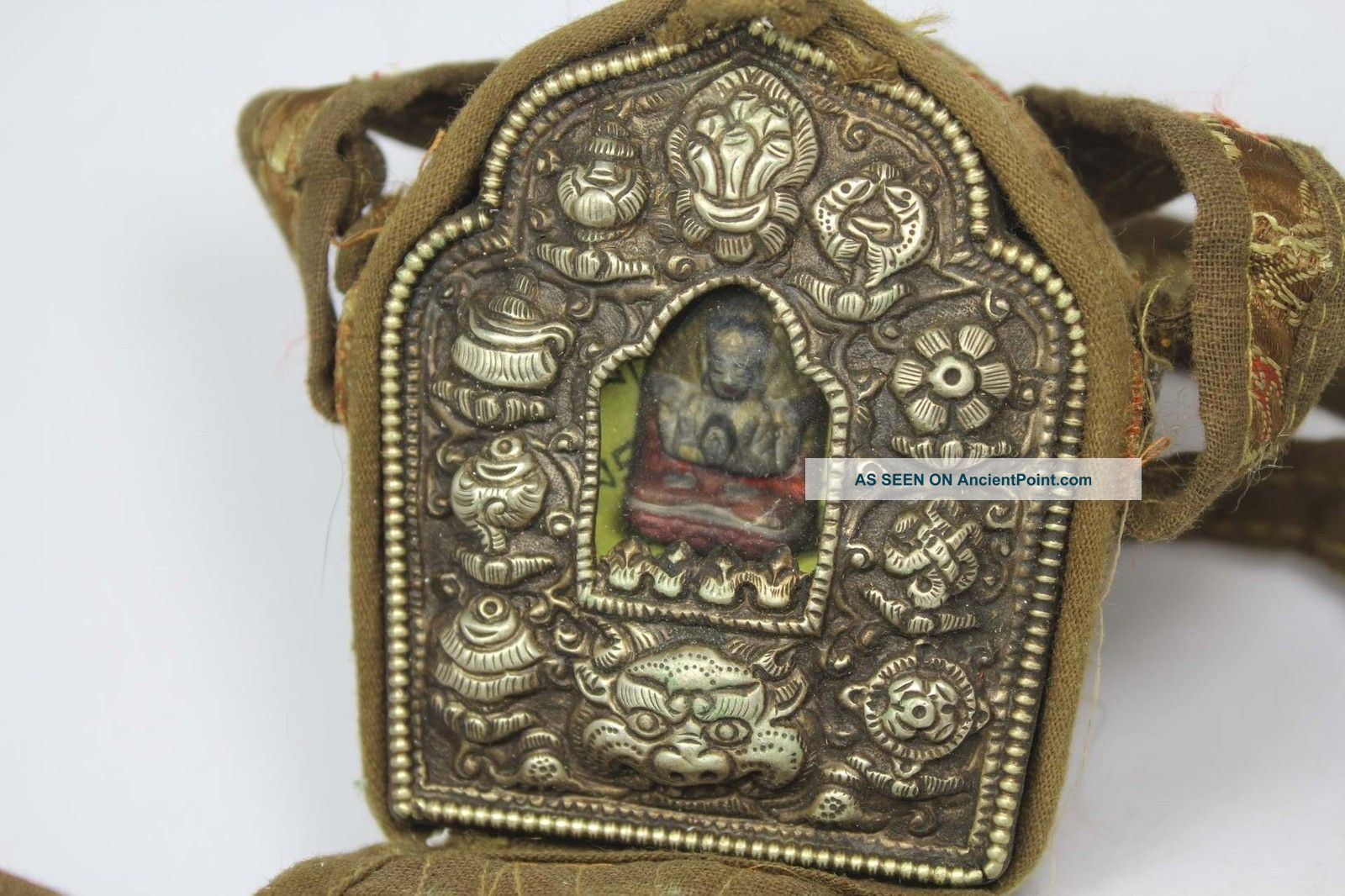 Nepal Tibet Old Copper/ Cloth Wonderful Handwork Buddha Box Pendant Buddha photo