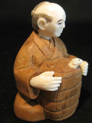 Amazing Antique Japanese Ox Bone 象牙 Netsuke Man W.  Basket & Mouse Figure Signed photo