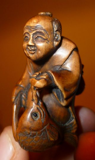 Amazing Netsuke Happy Fisherman With His Catch Expertly Carved C20th Signed Rare photo
