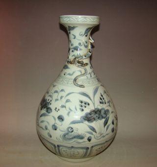 A Chinese Blue And White Porcelain Vase Enchase Dragon Hongwu photo