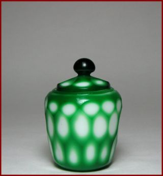 Fine Perfect 19c Small Chinese Green Overlay Peking Glass Covered Jar,  No Reserv photo