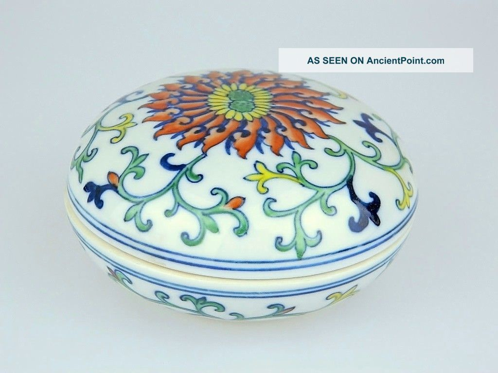 Pretty Chinese Porcelain Round Box - Signed Boxes photo