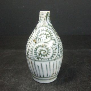 F311: Real Japanese Old Imari Blue - And - White Sake Bottle Popular Tako - Karakusa photo