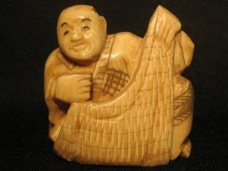 Antique Japanese 象牙 Ox Bone Netsuke Man Immortal,  Signed Good Condition photo