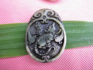 Tibet Folk Classical Jade Stone Carve Auspicious Mouse Pendant 362 photo