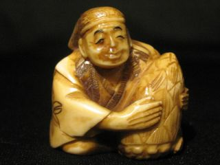 Antique Japanese 象牙 Stained Inked Ox Bone Netsuke Immortal? Man W.  A Pine Signed photo