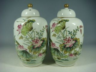 Chinese Famille Rose Porcelain Pots photo